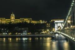 Buda Castle sur les banques du Danube à Budapest la nuit hungary photographie stock