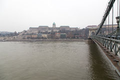 Buda Castle und Hängebrücke Lizenzfreie Stockfotos