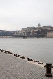 Buda Castle und Schuhe Lizenzfreies Stockbild