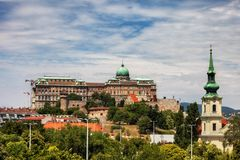 Buda Castle und Taban-Gemeinde-Kirche in Budapest Stockfotografie
