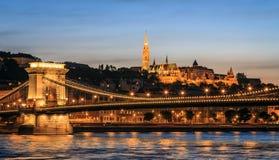 Buda Castle y el Danubio imagenes de archivo