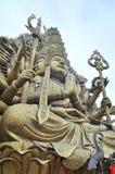 A Buda com mil mãos e mil olhos no Suoi Tien estacionam em Saigon Fotografia de Stock