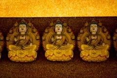 Buda cubrió con el paño amarillo fotografía de archivo libre de regalías