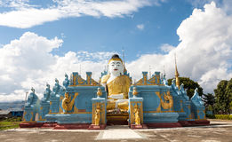 Buda de assento, Nyaungshwe, Myanmar Foto de Stock