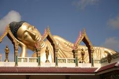 Buda de descanso en el templo Fotografía de archivo libre de regalías