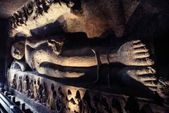 Buda de descanso en las cuevas de Ellora La India foto de archivo libre de regalías