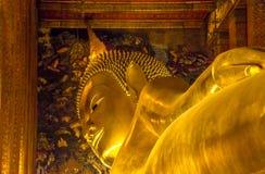 BUDA DE DESCANSO EN WAT PO, BANGKOK TAILANDIA Imagenes de archivo