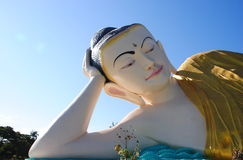 Buda de encontro enorme Myanmar imagem de stock royalty free