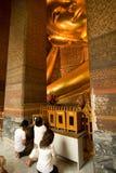 Buda de mentira famoso en el templo Wat Fotos de archivo libres de regalías