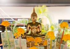 Buda de oro en día de año nuevo tailandés Fotografía de archivo
