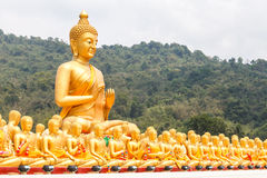 Buda de oro en el parque conmemorativo de Buda Foto de archivo libre de regalías