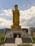 Buda de oro en el parque de Buda en Ullaanbaator, Mongolia Fotografía de archivo