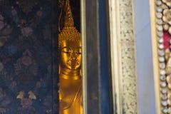 Buda de oro en la iglesia Imagen de archivo libre de regalías