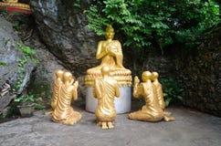 Buda de oro en la montaña de Phousi Fotografía de archivo