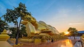 Buda de oro en la provincia de Singburi Imagen de archivo