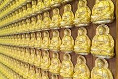 Buda de oro en templo chino Fotografía de archivo