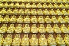 Buda de oro en templo chino Fotos de archivo