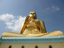 Buda de oro gigante en Dambulla foto de archivo