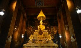 Buda de oro Wat Ratcha Natdaram Imagen de archivo libre de regalías