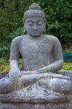 Buda de piedra en la posición de loto. Fotografía de archivo