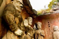 Buda de piedra grande en la pared de piedra en jardín del paisaje de Wuxi Yuantouzhu - de Taihu, China Imagen de archivo