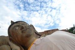 Buda de reclinação do templo Ayutthaya de Putthaisawan, Tailândia Fotografia de Stock Royalty Free