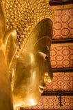 A Buda de reclinação dourada gigante (Buda do sono) em Wat Pho Buddhist Temple), Banguecoque, Tailândia Imagens de Stock Royalty Free