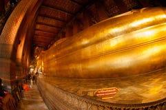 Buda de reclinação dourada gigante em Wat Pho, Banguecoque, Tailândia Imagem de Stock Royalty Free