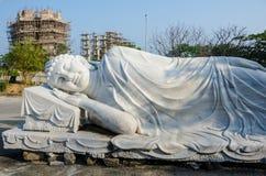 Buda de reclinação em Linh Ung Pagoda no Da Nang, Vietname Fotografia de Stock
