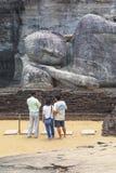 Buda de reclinação em Pollanaruwa fotos de stock