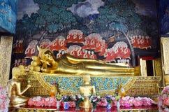 Buda de reclinação em Wat Bowonniwet Vihara Imagem de Stock