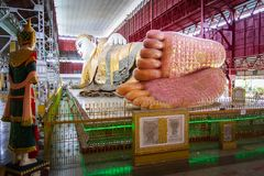 Buda de reclinação de Kyauk Htat Gyi Foto de Stock