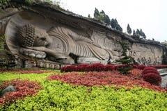 Buda de reclinação na montanha de Lingyun na província de sichuan, porcelana Fotografia de Stock Royalty Free