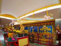 Buda de reclinação no templo público Wat Chaiyamangalaram Fotos de Stock Royalty Free