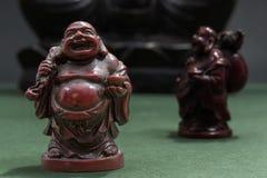 Buda de risa rojo con el saco y el cuenco de ofrecimiento Imagen de archivo