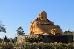 Buda de sorriso de Plutônio-San do La do MI, Chen Tien Temple - Foz faz Iguaçu, Brasil foto de stock royalty free
