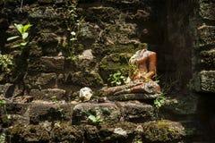 Buda decapitado, Anuradhapura, Sri Lanka Foto de archivo