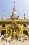 Buda dourada e céu azul Imagens de Stock