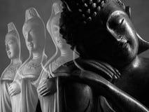 Buda e escultura de Guan Yin /Guanshiyin do Bodhisattva/de Avalokitasvara Foto de Stock Royalty Free