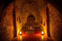 Buda em um túnel do templo Fotos de Stock Royalty Free