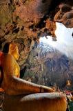 Buda em uma caverna Fotografia de Stock Royalty Free