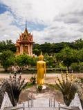 Buda en el templo de Charoentham imagenes de archivo