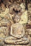 Buda en el templo, talla de madera del estilo tailandés nativo, Tailandia: Imágenes de archivo libres de regalías