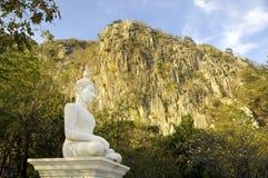Buda en la montaña en Tailandia Fotos de archivo libres de regalías