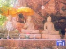 Buda en la sumisión de la postura de Mara y Buda permitieron al diablo fotos de archivo libres de regalías