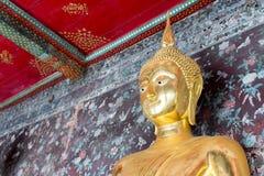 Buda en Wat Suthat Thepwararam - Bangkok, Tailandia Foto de archivo