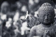 Buda Figur en negro monocromático/blanco Fotos de archivo libres de regalías