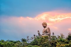 Buda gigante de Po Lin Monastery na ilha de Lantau Hong Kong imagens de stock royalty free