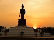 Buda grande en Phutthamonthon en Tailandia Imagenes de archivo