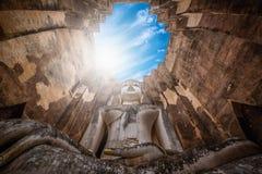 Buda grande en el templo de Wat Sri Chum en el parque histórico de Sukhothai, Tailandia imagen de archivo